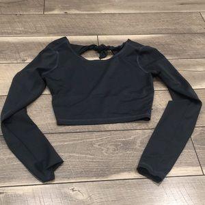 Billabong cropped elastic athletic shirt